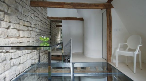 Renovierte Maisonette Wohnung Herzen Paris weiße wände