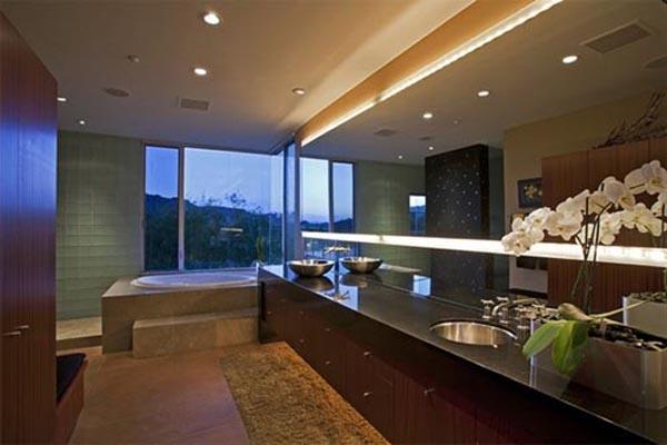elegante badezimmer interior design ideen dunkles ambiente blumen