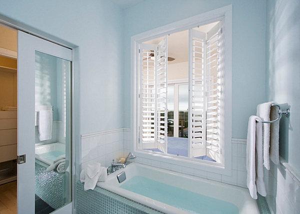 blaue farbpalette im lebhaften interior design badezimmer wanne