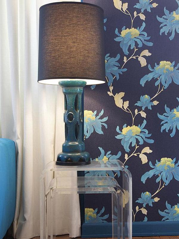 blaue farbpalette im lebhaften interior design blumenmuster tapeten