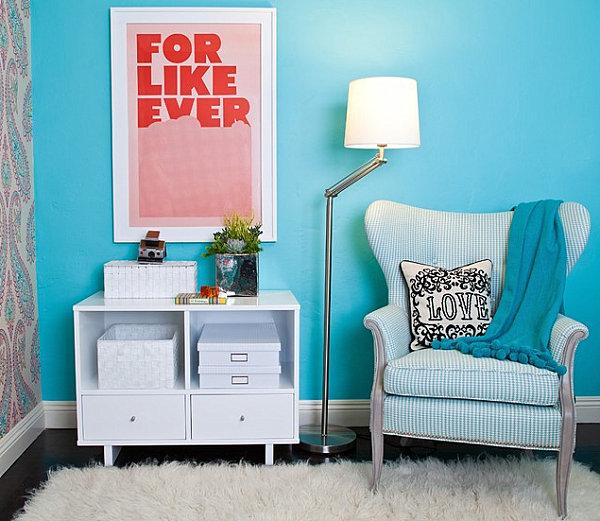 blaue farbpalette im lebhaften interior design meeresblaustehlampe