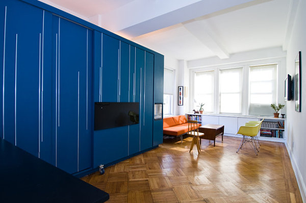 coole praktische schlafsofas kleine wohnungen schrank eingebaut blau