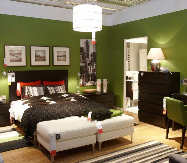coole schlafzimmer farbpalette grasgrün wand vibrierend schatten