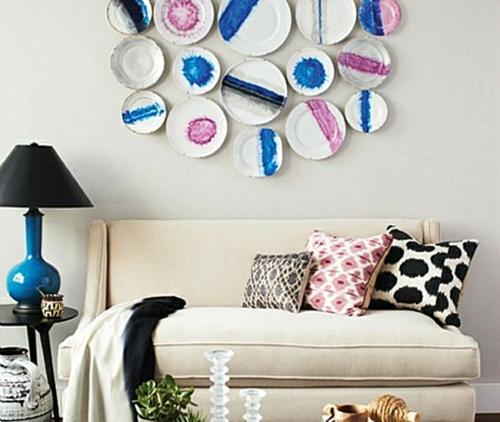 coole wand dekoration ideen bunt porzellan teller