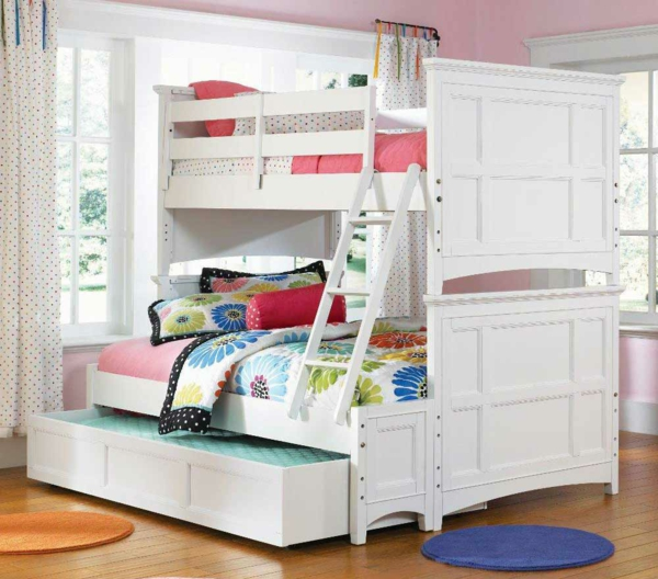 w hlen sie das richtige hochbett mit treppe f rs kinderzimmer. Black Bedroom Furniture Sets. Home Design Ideas