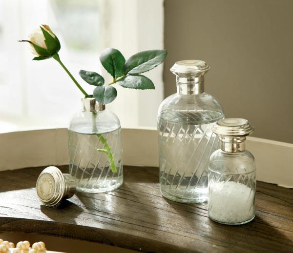 der landhausstil und seine varianten gläser gewürze blumen rose