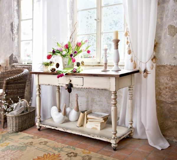 der landhausstil und seine varianten schöne dekoration alter tisch