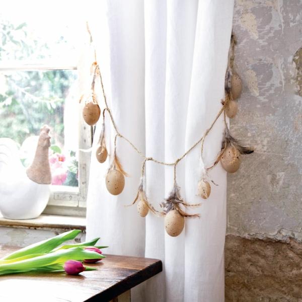der landhausstil weiße lufitge gardinen kette eier dekoration
