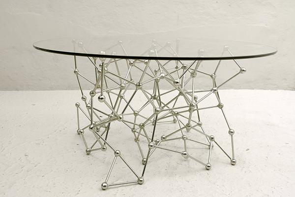 designer deko trends esstisch glastischplatte atomgruppe sockel metall
