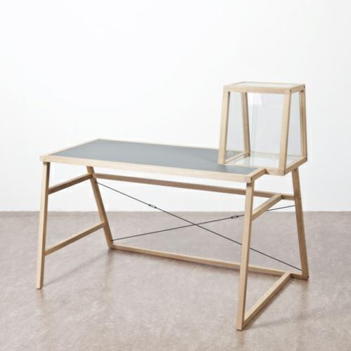 designer möbel kollektion geometrisch farben sachlich holz