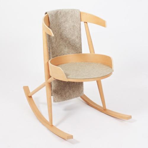 designer möbel kollektion geometrisch farben schaukelstuhl