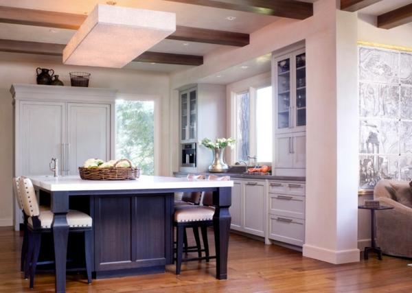 die alte küche renovieren holz bodenbelag esstisch stuhl säule