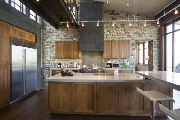 die alte küche renovieren steinwand idee beleuchtung holz möbel