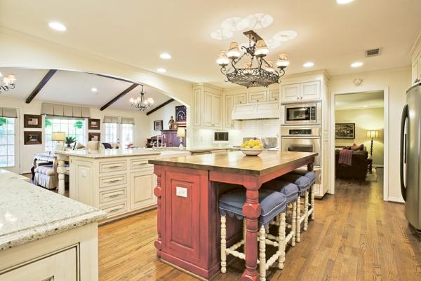 Die alte Küche renovieren schwarz küchenschrank holz weiß bemalt