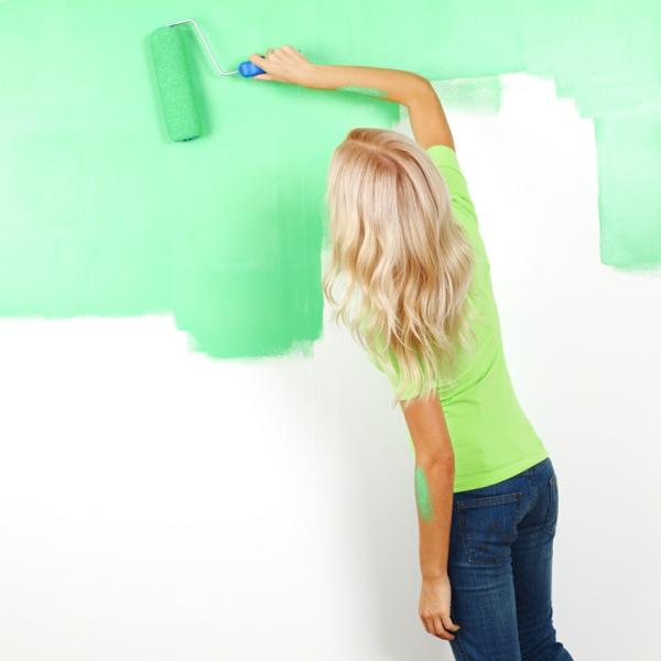 die wände zu hause streichen bürsten grün blass