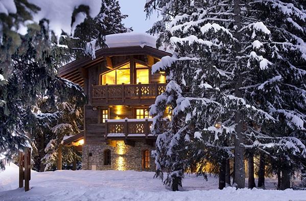 elegantes landhaus design frankreich winter schnee