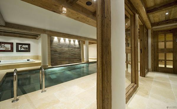elegantes berghütte design holz struktur pool