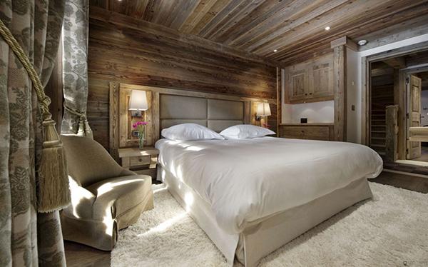 elegantes berghütte design schlafzimmer weiß bettwäsche