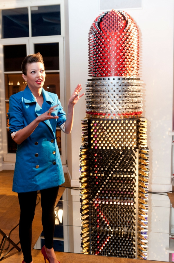 Enormer Designer Lippenstift aus lippenstifthülsen designerin recycelt