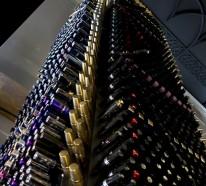 Enormer Designer Lippenstift aus mehr als 5000 benutzten Lippenstifthülsen gefertigt