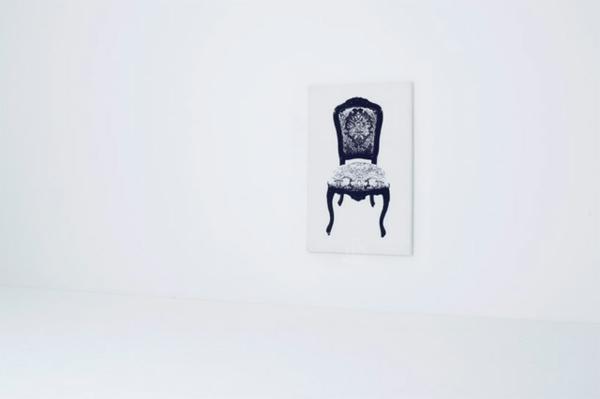 exzentrische m bel zum anlehnen an der wand avantgardemalerei. Black Bedroom Furniture Sets. Home Design Ideas