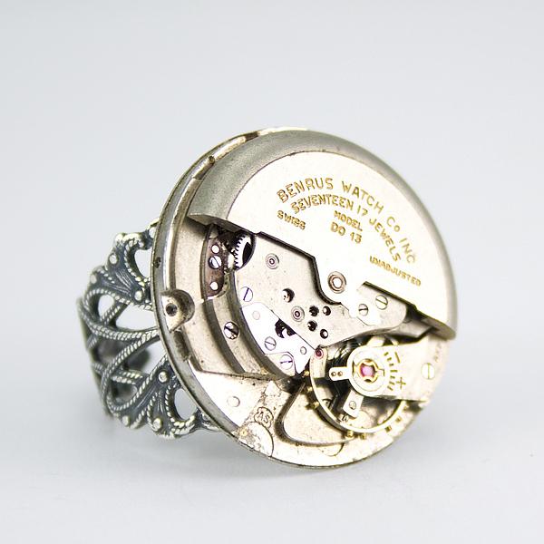 herrlicher juwelier schmuck ring finger uhrwerk elemente