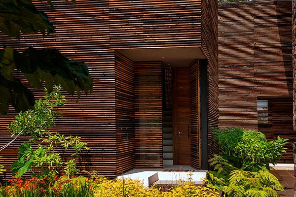 4 holzhaus designs mit privatem garten in mexiko ruhige for Holzhaus architektur