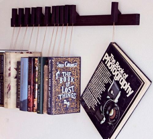 kreative bücher aufbewahrung idee hängen wand