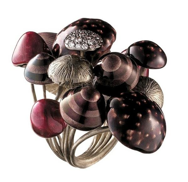 luxus schmuck sammlung alice wunderland pilze glanzvoll