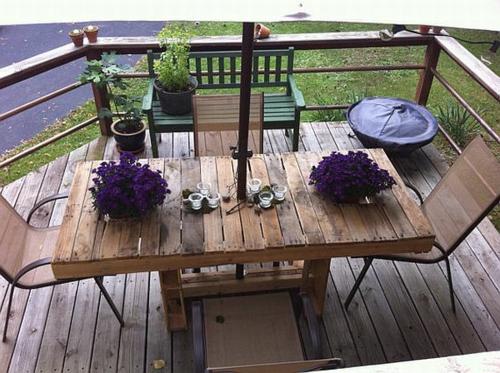 möbel aus holz paletten schwarz tischplatte terrasse