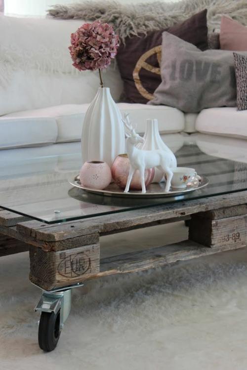 möbel aus holz paletten tischplatte glas rollen wohnzimmer
