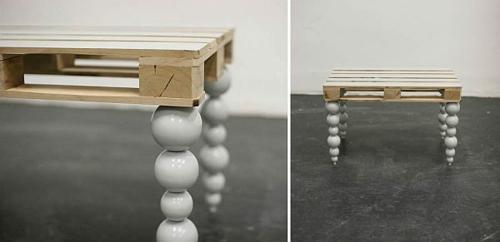 möbel aus holz paletten tischplatte tischbeine kugel eigenartig