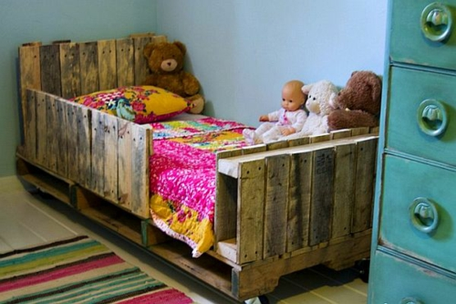 möbel holzpaletten babyzimmer gitter rustikal