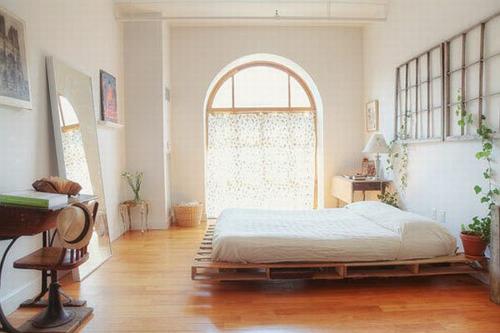 möbel holzpaletten schlafzimmer bettrahmen polsterung