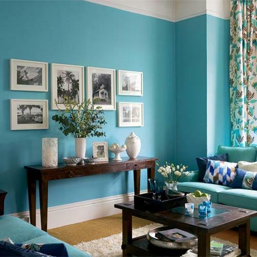 meerblaue wände dekoration bilder tisch blumenvasen