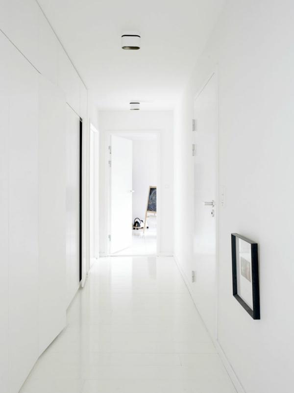 minimalistisch gestaltete sommer residenz flur durchgang weiß