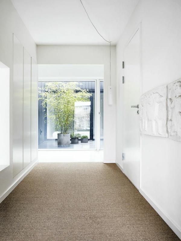 minimalistisch gestaltetes sommer residenz pflanzen teppich