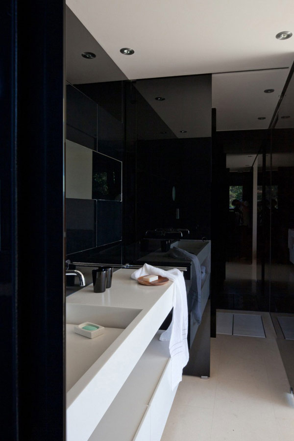 moderne holz residenz spanien schwarz badezimmer