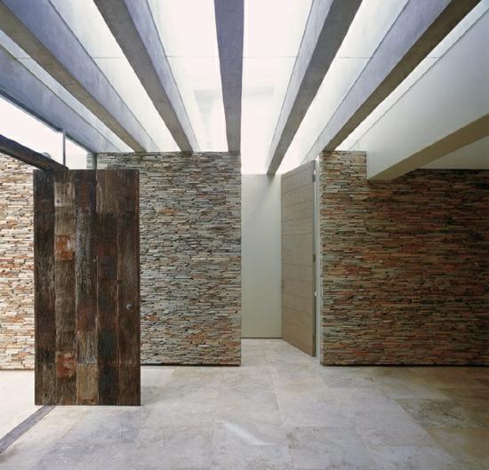 Modernes residenz haus in der provinz westkap gelegen von for Wandgestaltung mit steinen