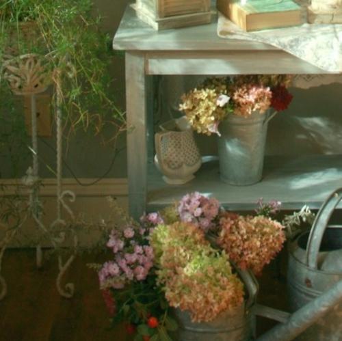 Vintage frischer Zimmer Garten gießkanne tisch