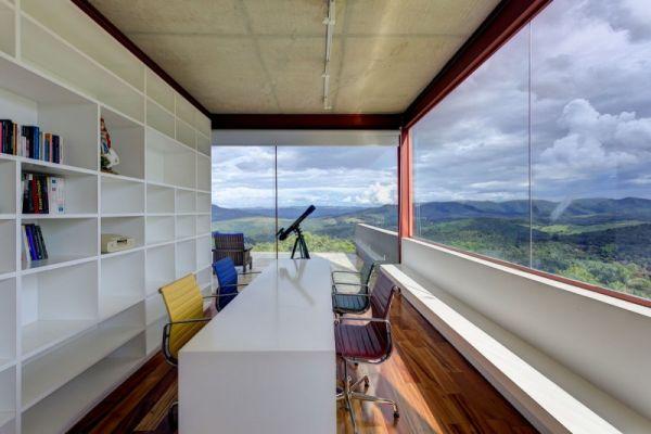 architektonisches brasilianisches haus holz bodenbelag bürotisch