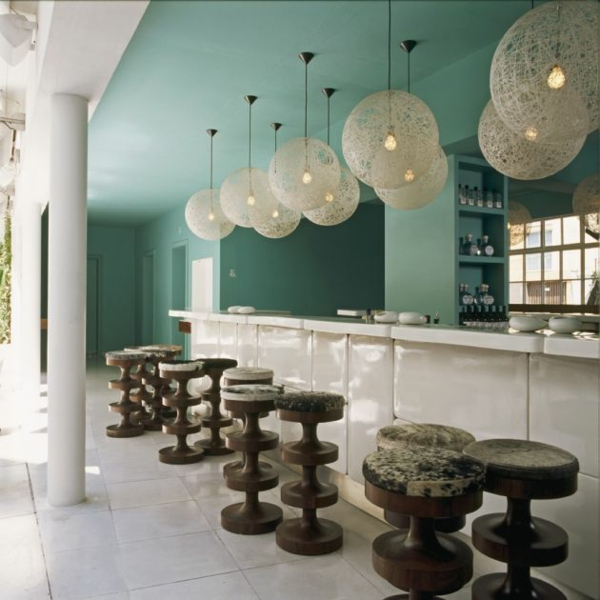 modernes funktionales hotel französsisch neoklassisch lobby bar