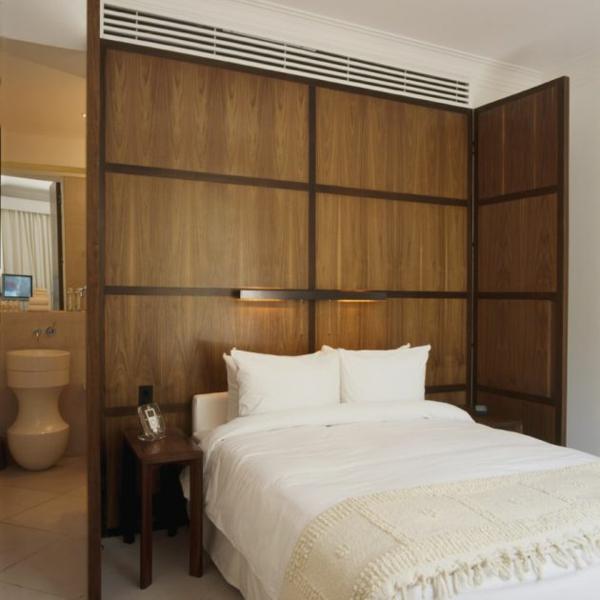 modernes funktionales hotel französsisch neoklassisch schlafzimmer