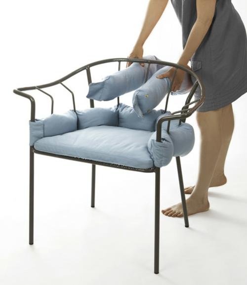 origineller outdoor stuhl metall kissen demonstrieren ausstellen