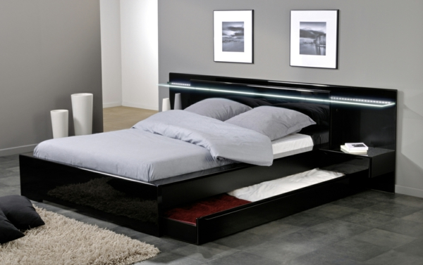 plattform betten mit f chern ausgestattet aufbewahrung ideen. Black Bedroom Furniture Sets. Home Design Ideas