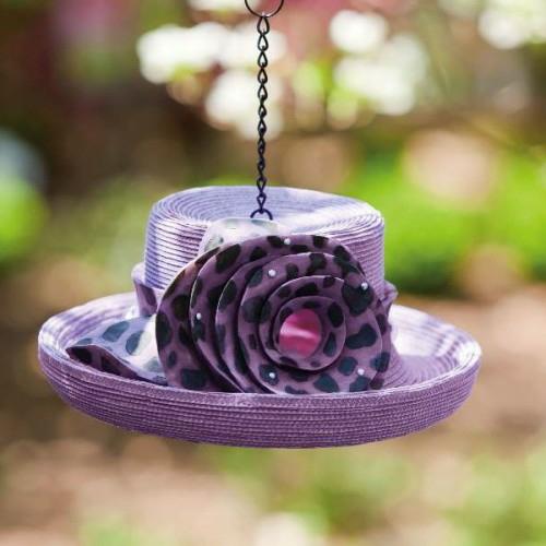 tolle deko ideen mit hüten bett lila hängend