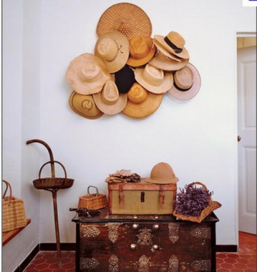 schöne deko ideen mit hüten flur rustikal stil