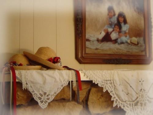 weibliche deko ideen mit hüten stroh retro vintage stil