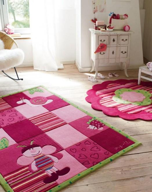 Schöner Designer Teppich im Kinderzimmer von Esprit - rosa Farbe