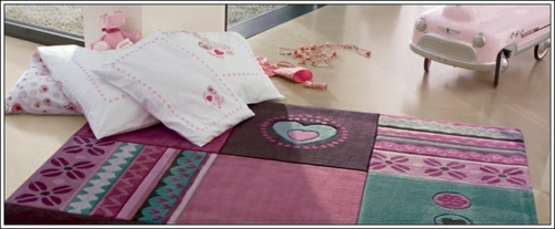 Schöner Designer Teppich im Kinderzimmer von Esprit